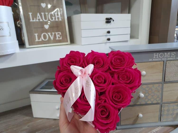 Malý srdiečkový box Éternelle rose s vôňou záhradných ruží - do 2 hod. - do-2-hodin, donáška kvetov Bratislava